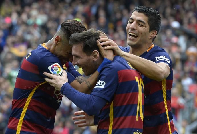 Neymar, Suárez e Messi celebram gol (Foto: LLUIS GENE / AFP)