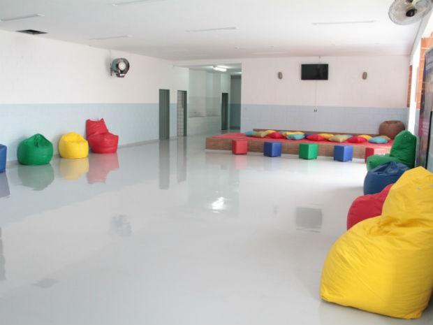 G1 escola do autista ganha novo piso e pintura for Piso xose novo freire