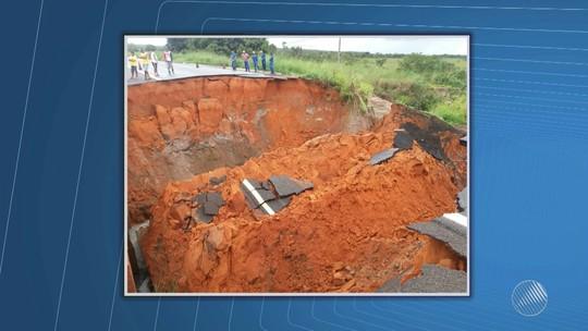 Cratera em rodovia no oeste da BA aumenta e atinge 25m de comprimento, diz PRF