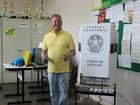 Artur Neto vota no Centro de Manaus (Adneison Severiano / G1 AM)