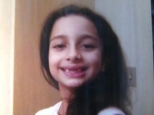 Elen procura pela filha Gabrielli, de 7 anos, que está com o pai Adão Correia de Brito (Foto: Reprodução/TV TEM)