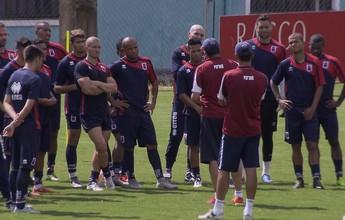 Após ser poupado, Válber volta aos treinos e deve enfrentar o Rio Branco