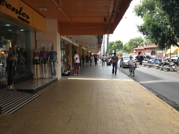 Principal centro comercial de Boa Vista nesta terça-feira (9) (Foto: Vanessa Lima/G1 RR)