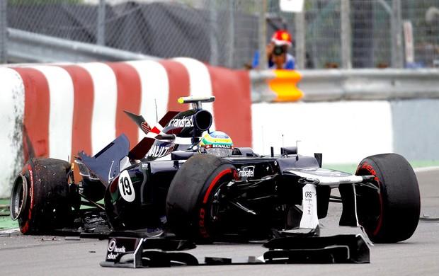 Bruno Senna bate em muro no treino do GP do Canadá (Foto: AFP)