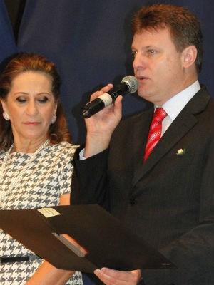 Prefeito e vice são suspeitos de abuso de poder político e de oferecer casas populares em troca de voto (Foto: Prefeitura Municipal de Medianeira/Divulgação)
