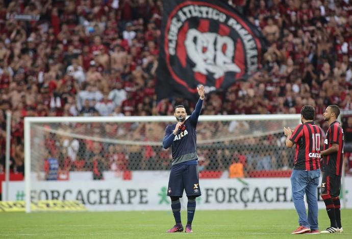 Weverton, Hernani, Atlético-PR, Arena da Baixada (Foto: Giuliano Gomes/PR Press)