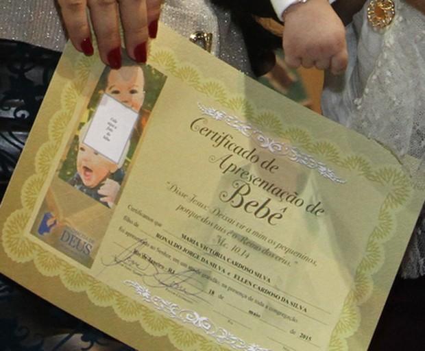 Mensagem De Apresentação De Bebe Na Igreja: Naldo E Ellen Cardoso Levam Maria Victória Para