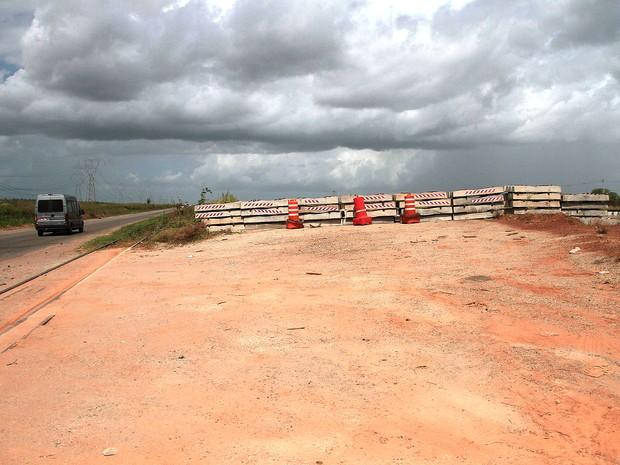 Obra de duplicação da BR-135 parou no meio do caminho (Foto: Biaman Prado/O Estado)