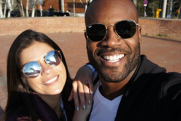 Rafael Zulu e a namorada em Barcelona (Foto: Arquivo pessoal)
