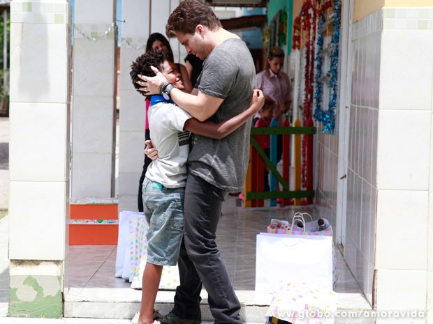 Niko reencontra Jayminho (Foto: Ellen Soares/ TV Globo)