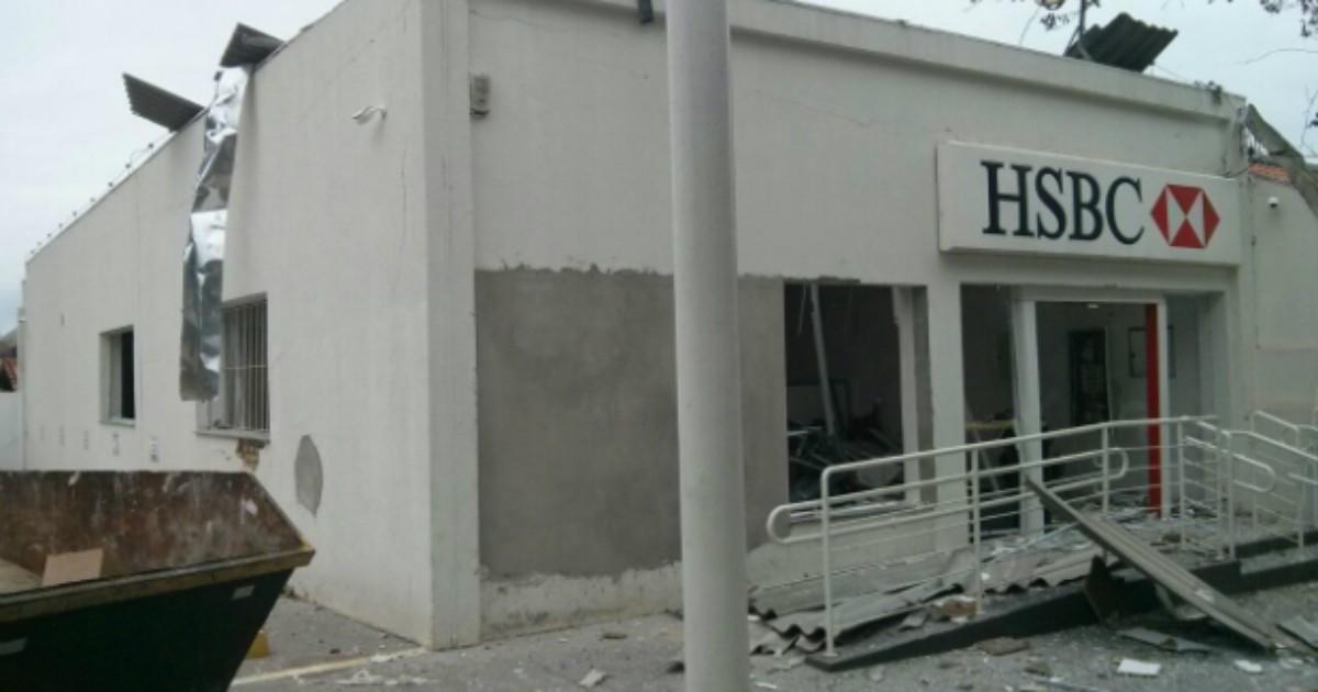 Grupo explode caixas automáticos em agência de Cesário Lange - Globo.com