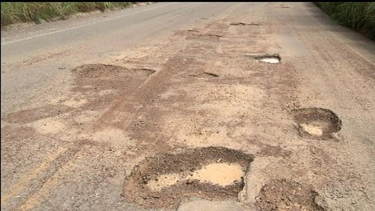 Motoristas reclamam de inúmeros buracos na GO-338, em Goiás