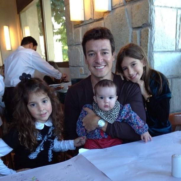 Rodrigo Faro almoça acompanhado de sua família: ' Minhas 4 mulheres' (Foto: Reprodução/Instagram)