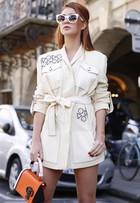Look do dia: Marina Ruy Barbosa usa 'roupão' curtinho em Paris