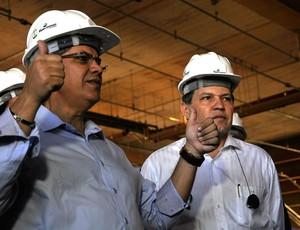 Maurício Guimarães secretário da Secopa e Silva Barbosa Governador de Mato Grosso (Foto: Robson Boamorte/GLOBOESPORTE.COM)