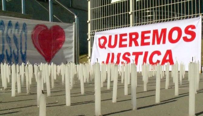 Familiares e amigos da jovem pediram por justiça Espírito Santo (Foto: Reprodução/TV Gazeta)