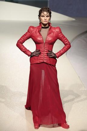 Isabeli Fontana desfila em evento de moda em Brasília (Foto: Rafael Cusato/ Brazil News)