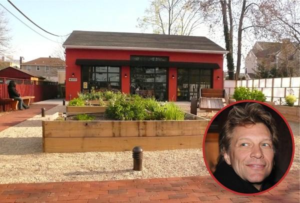 Bon Jovi abriu o Soul Kitchen, em Nova Jersey, em 2011 e serve típica comida americana (Foto: Getty Images / Divulgação)