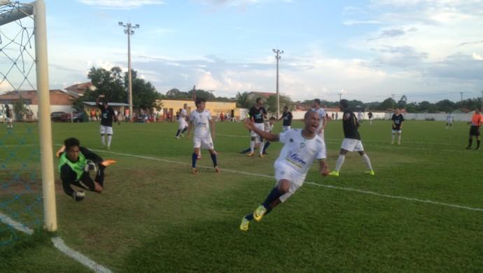 Wellington marca primeiro gol do Paraíso contra o São José (Foto: Edson Reis/GloboEsporte.com)