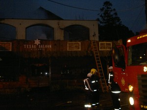 Hotel e restaurante pegaram fogo em Gramado (Foto: Luiza Gaidzinski Carneiro/RBS TV)