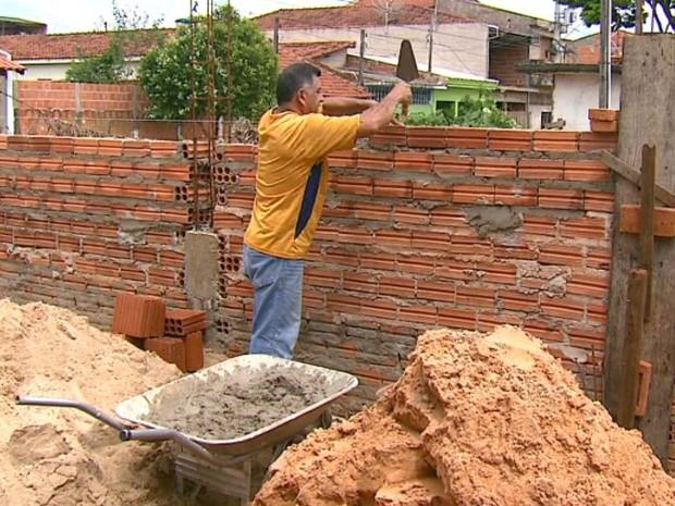 Setor de construção civil tem 500 vagas para cursos de qualificação em Araraquara, SP (Foto: Adriano Ferreira/EPTV)