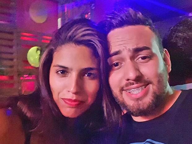VIctor Lopes, de 22 anos, e Ana Carolina de Sousa, de 21 anos, na boate Divina Lounge, em Brasília (Foto: Victor Lopes/Arquivo Pessoal)