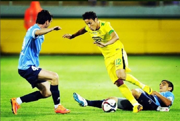 Pós-era Roberto Carlos, Leonardo jogou por duas temporadas no Anzhi, da Rússia (Foto: Reprodução/Instagram)