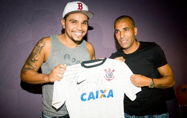 Emerson e Naldo camisa Corinthians (Foto: Reprodução / Instagram)