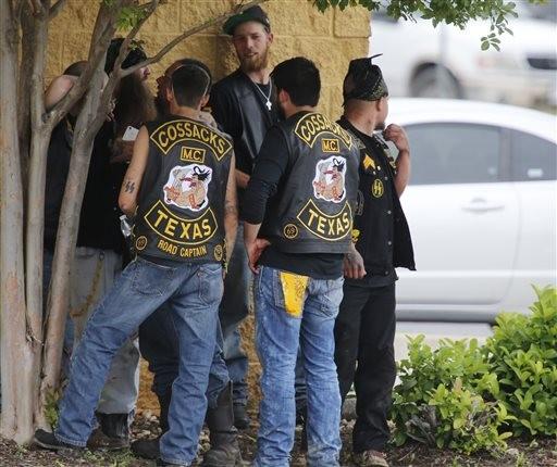 Conflito entre as gangues de motociclistas 'The Cossacks' e 'The Bandidos' deixou nove mortos no Texas (Foto: (Rod Aydelotte/Waco Tribune-Herald via AP))
