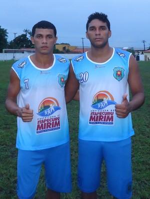 Zagueiro Diego Lindberg e o volante Arcinho estão no Itapecuruense (Foto: Divulgação / Itapecuruense)