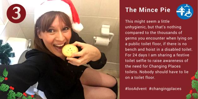 Selfie de Sarah no banheiro (Foto: Divulgação)