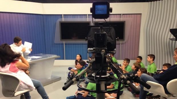 Rbs Tv Sala De Redacao ~  estúdio e conversaram com apresentador (Foto Luisa KonesckiRBS T