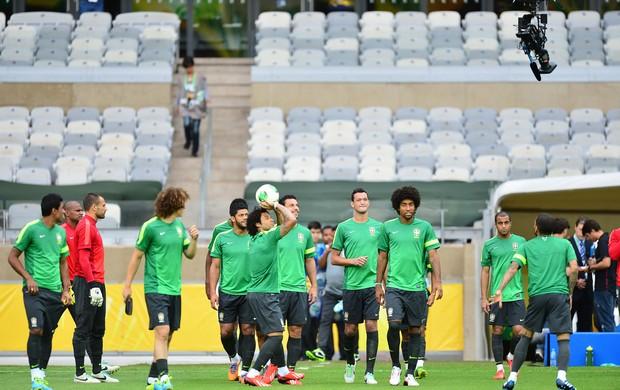 marcelo seleção brasileira  treino camera (Foto: Marcos Ribolli)