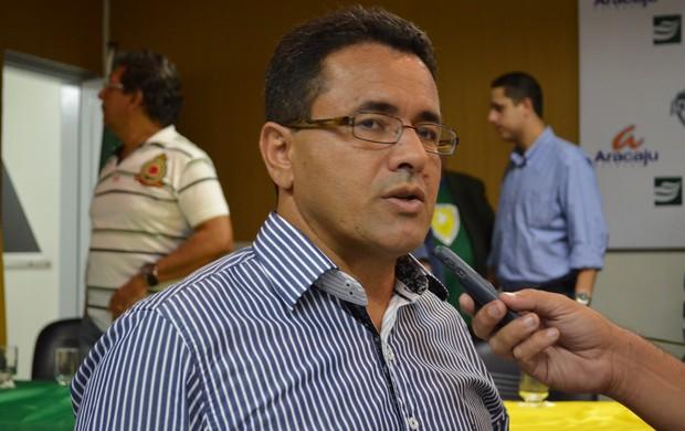 Luiz Roberto comenta pendência financeira (Foto: João Áquila)