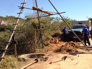 Foi necessária a construção de 400 metros de rede para interligar o poço em Formiga (Foto: PMF/Divulgação)