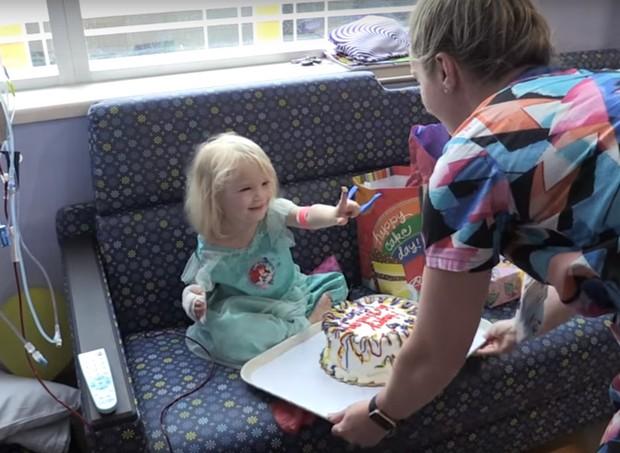 bolo (Foto: Reprodução/Youtube)