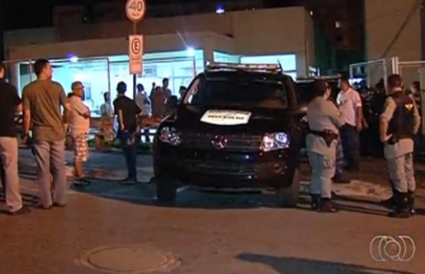 Policial é assassinado em frente ao Cais Novo Mundo, em Goiânia (Foto: Reprodução/ TV Anhanguera)