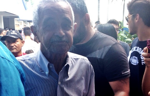 Fracisco Camargo vai ao velório do pai de Leonardo, em Goiânia, Goiás (Foto: Luísa Gomes/G1)