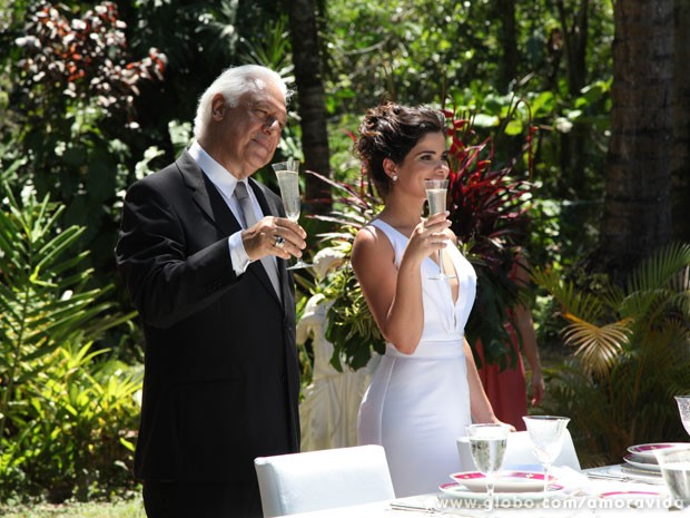 César e Aline provocam Pilar (Foto: Jacson Vogel / Amor à Vida)