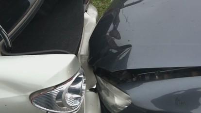 Caminhão muda de faixa e provoca acidentes com 9 veículos na SP-310