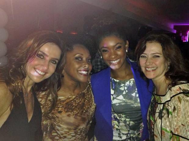 Monique Curi, Elina de Souza, Erika Januza e Claudia Assunção curtem a festa juntas (Foto: Arquivo Pessoal)