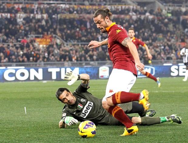 Pablo Osvaldo na partida do Roma contra o Juventus (Foto: EFE)