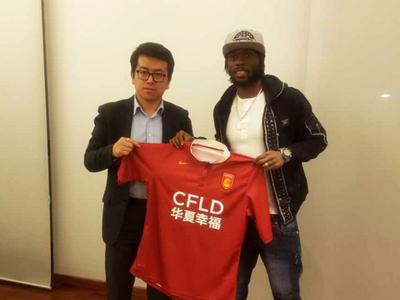 Gervinho é apresentado no Hebei Fortune, da China (Foto: Divulgação)