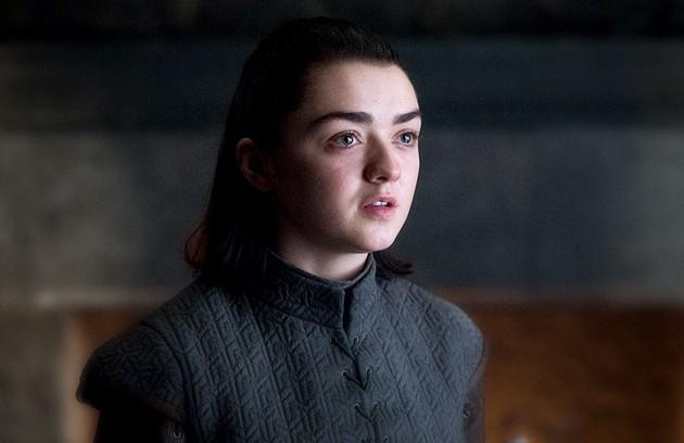 Arya poderá usar o rosto de Mindinho para matar Cersei. Como ele era conhecido por sempre mudar de lado, a vilã não desconfiaria e aceitaria a aproximação. Outra teoria explica que Arya vai matar Tyrion ou Jamie para usar um rosto e assassinar a rival (Foto: HBO)