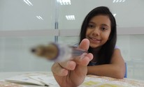 Poetisa de 12 anos publica 2º livro (Carlos Dias/G1)