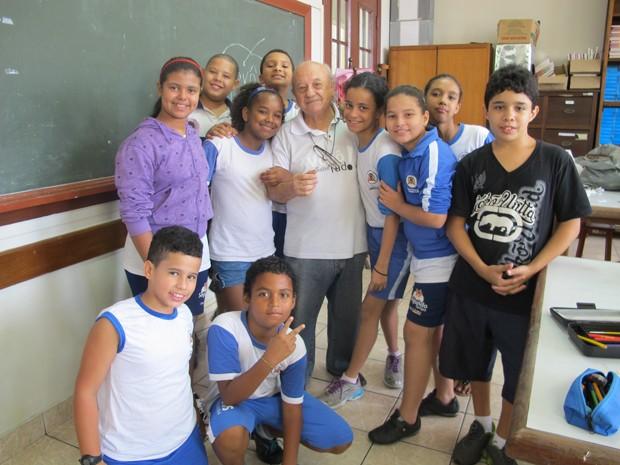 Vovô Brambilla fala que ganhou milhares de netos com suas aulas  (Foto: Anna Gabriela Ribeiro/G1)