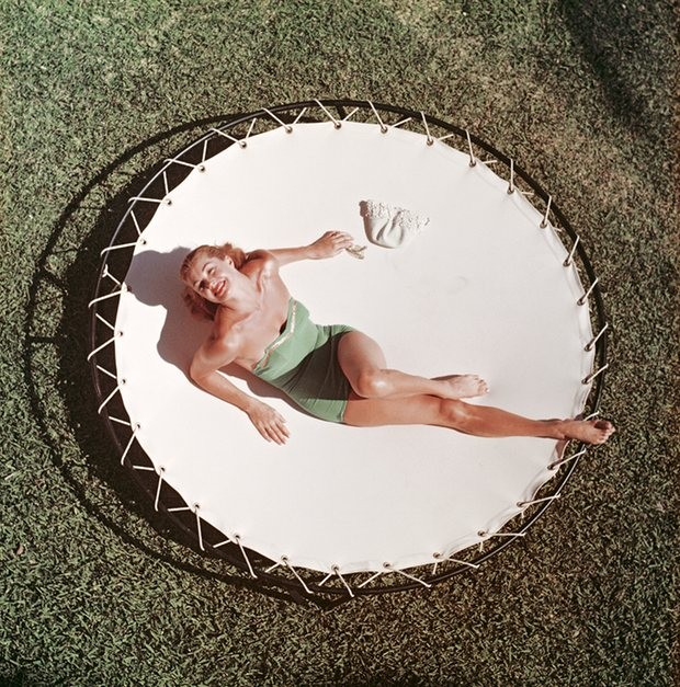 Esther Williams, na Florida, 1955 (Foto: Slim Aarons/Divulgação)