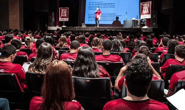 Aulão reúne aluno para revisão final antes da prova do Enem (Foto: Colégio Qi)