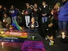 Movimento LGBT faz vigília em SP por vítimas de massacre nos EUA