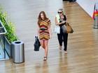 Marina Ruy Barbosa faz compras com a mãe em shopping carioca